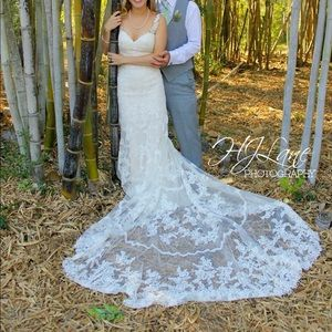 Dresses & Skirts - Selling size 2 wedding dress